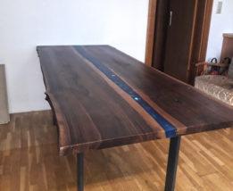 DIY: Epoxidhard Tisch mit River